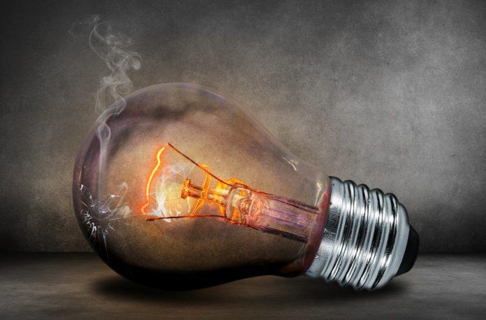 Jak obniżyć opłaty za prąd w firmie