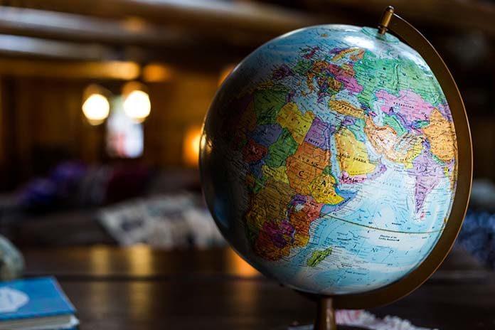 Chcesz zacząć swoją przygodę z handlem zagranicznym? Wyjaśniamy, co warto wiedzieć na starcie!