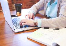 Programy do wystawiania faktur online – czym powinien się charakteryzować?