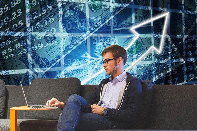 Handel spółkami akcji z użyciem narzędzia korzystającego z sieci neuronowych